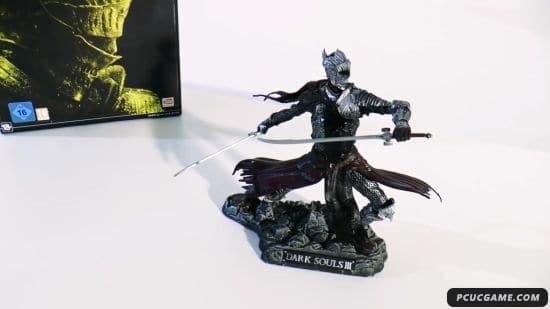 《黑暗靈魂3》典藏版開箱 紅騎士雕像製作精良